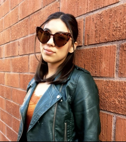 Reviewer wearing the sunglasses in brown