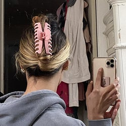 reviewer wearing the pink clip