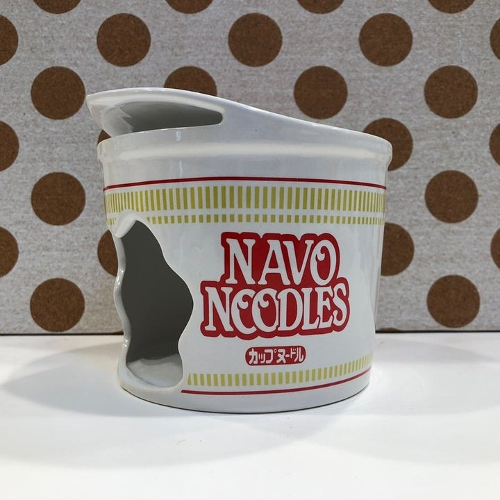 Side of the ceramic cup noodle hidout