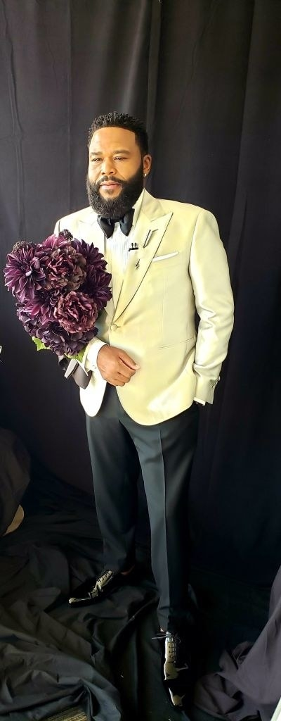 Anthony Anderson gets ready for the 52nd NAACP Image Awards