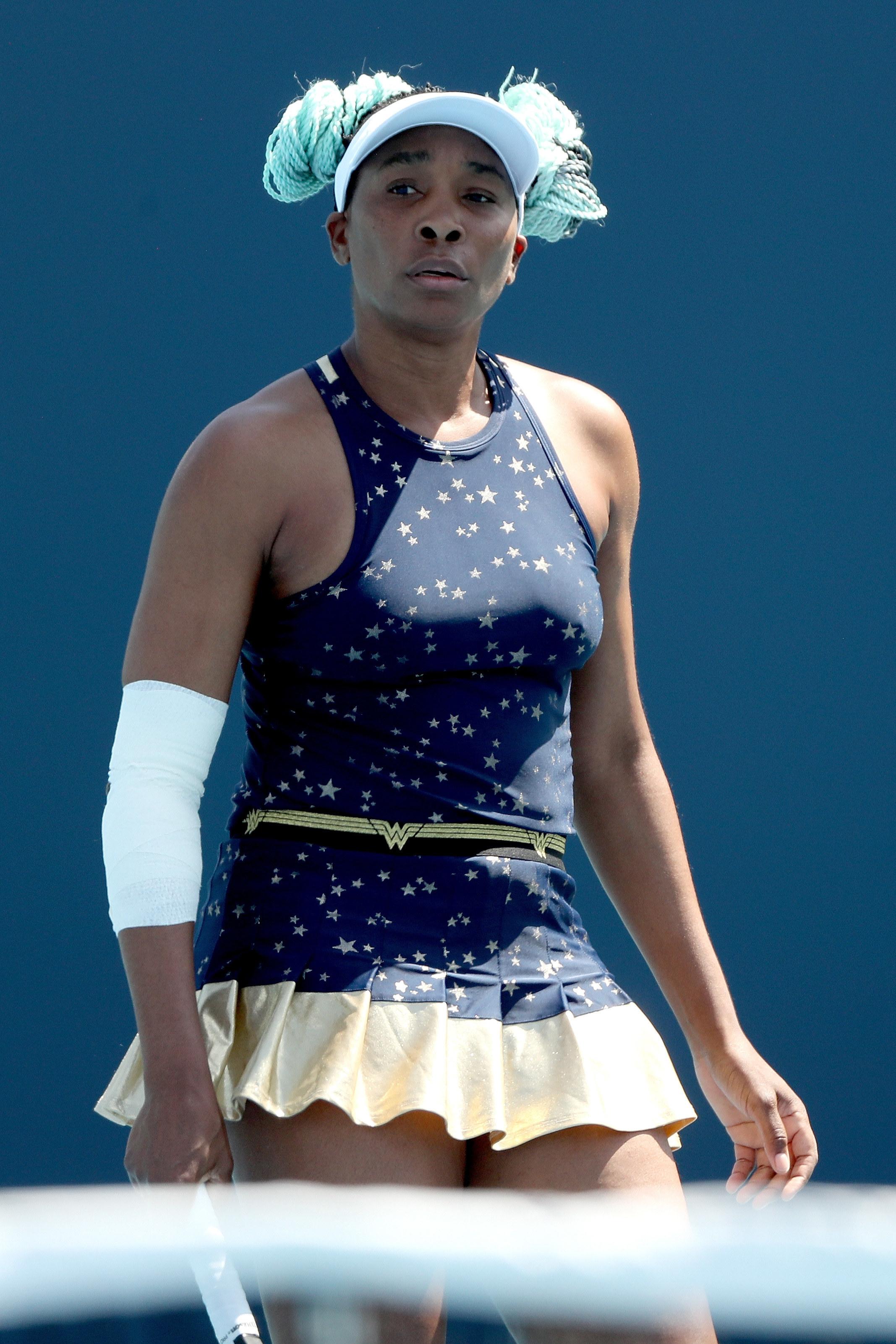 Present day Venus Williams on tennis court.