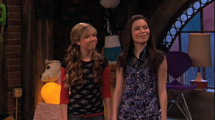 Jennette McCurdy and Miranda Cosgrove on iCarly