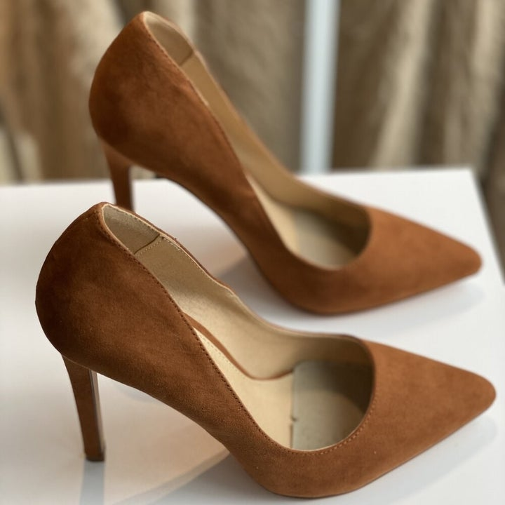 the brown, pointy toe, 4-inch pumps