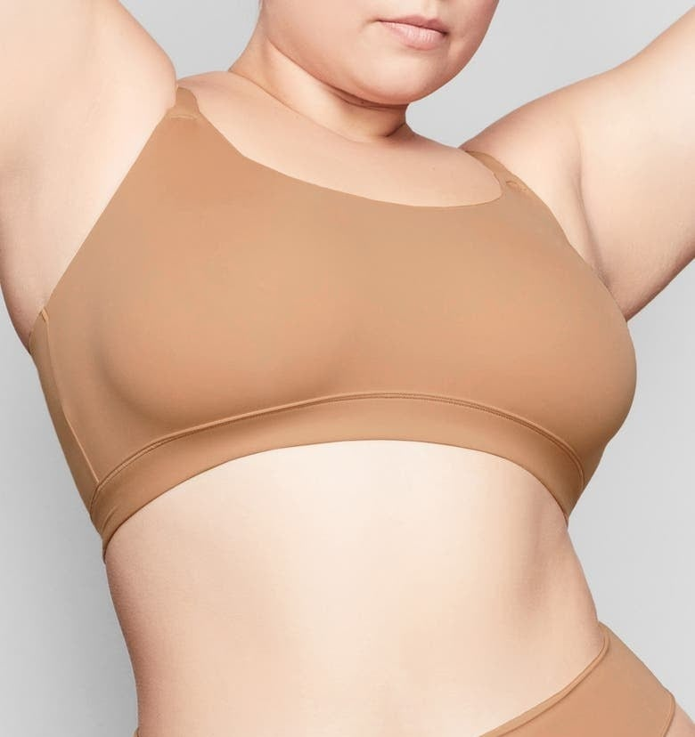 A model wearing the bra in Sienna