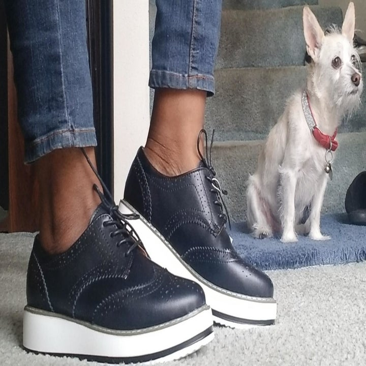 Reviewer wearing the oxfords in black