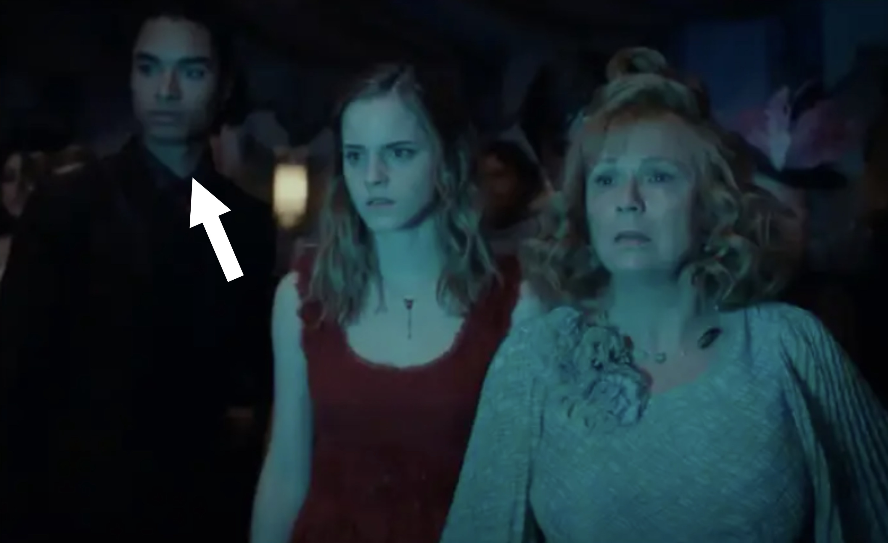 an arrow pointing to Regé-Jean Page in the background at the wedding behind Hermione and Molly