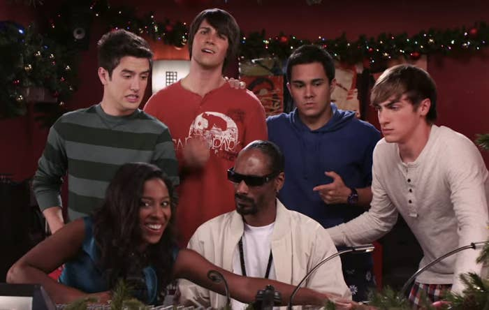BTR, Kelly, and Snoop Dogg sitting outside the recording studio looking confused