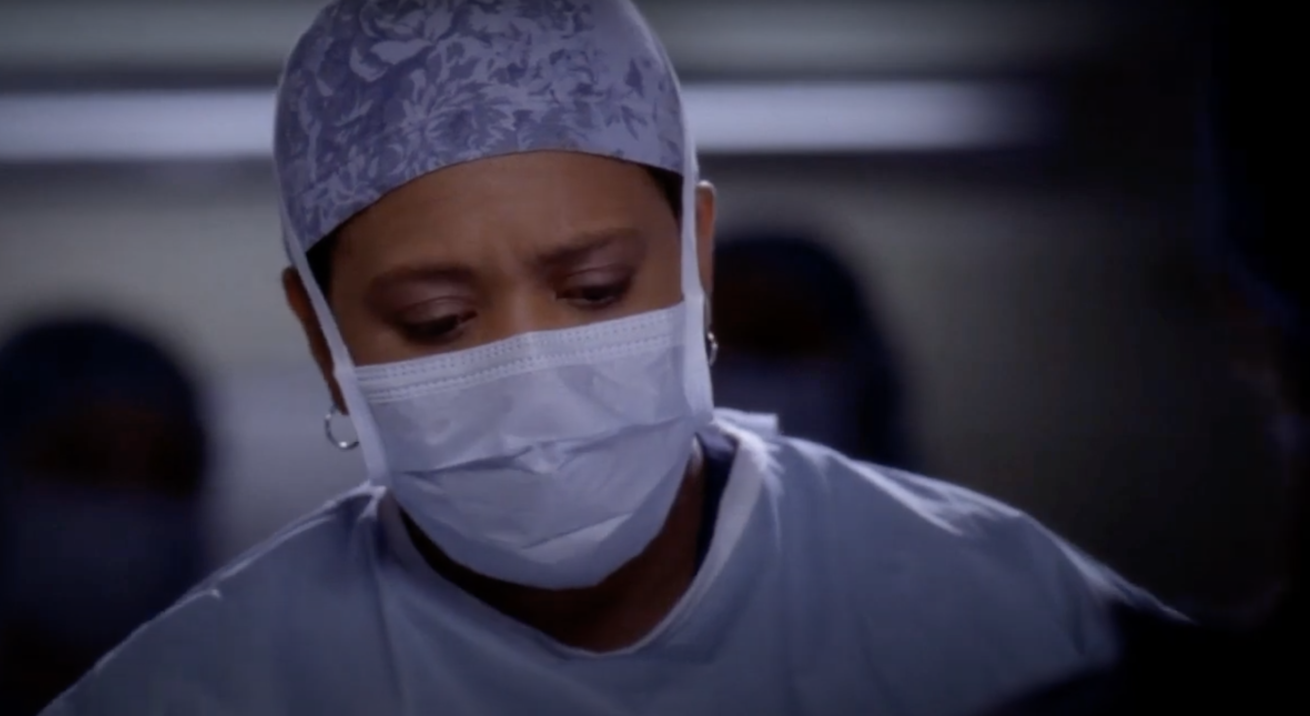 """Bailey operating on a patient in """"Grey's Anatomy"""""""