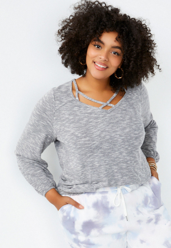 Model wearing the grey shirt