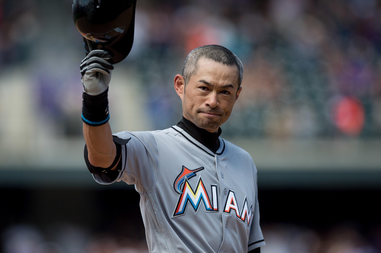 Ichiro waving helmet to crowd