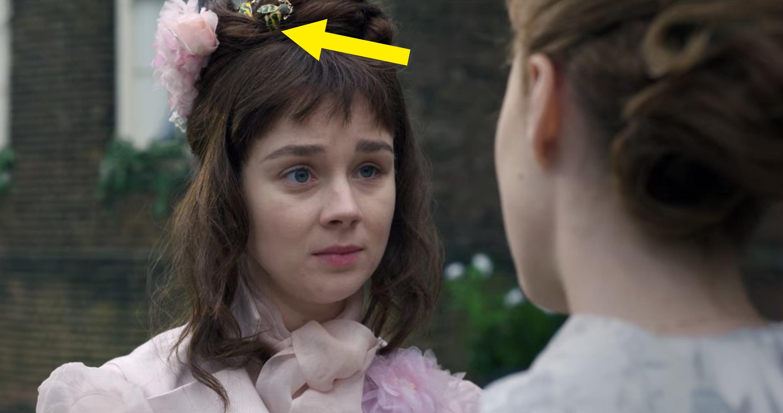 An arrow pointing at the bee hair ornament in Eloise's hair