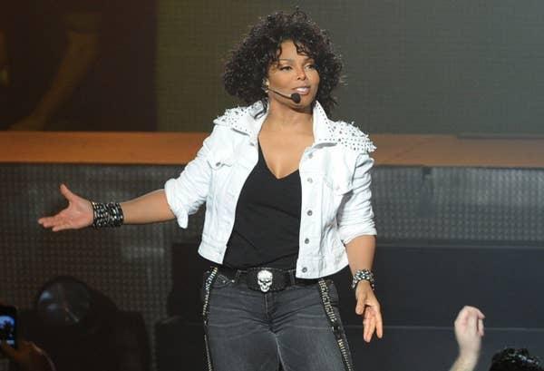 Janet Jackson bernyanyi