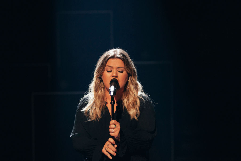 Kelly Clarkson sings into microphone