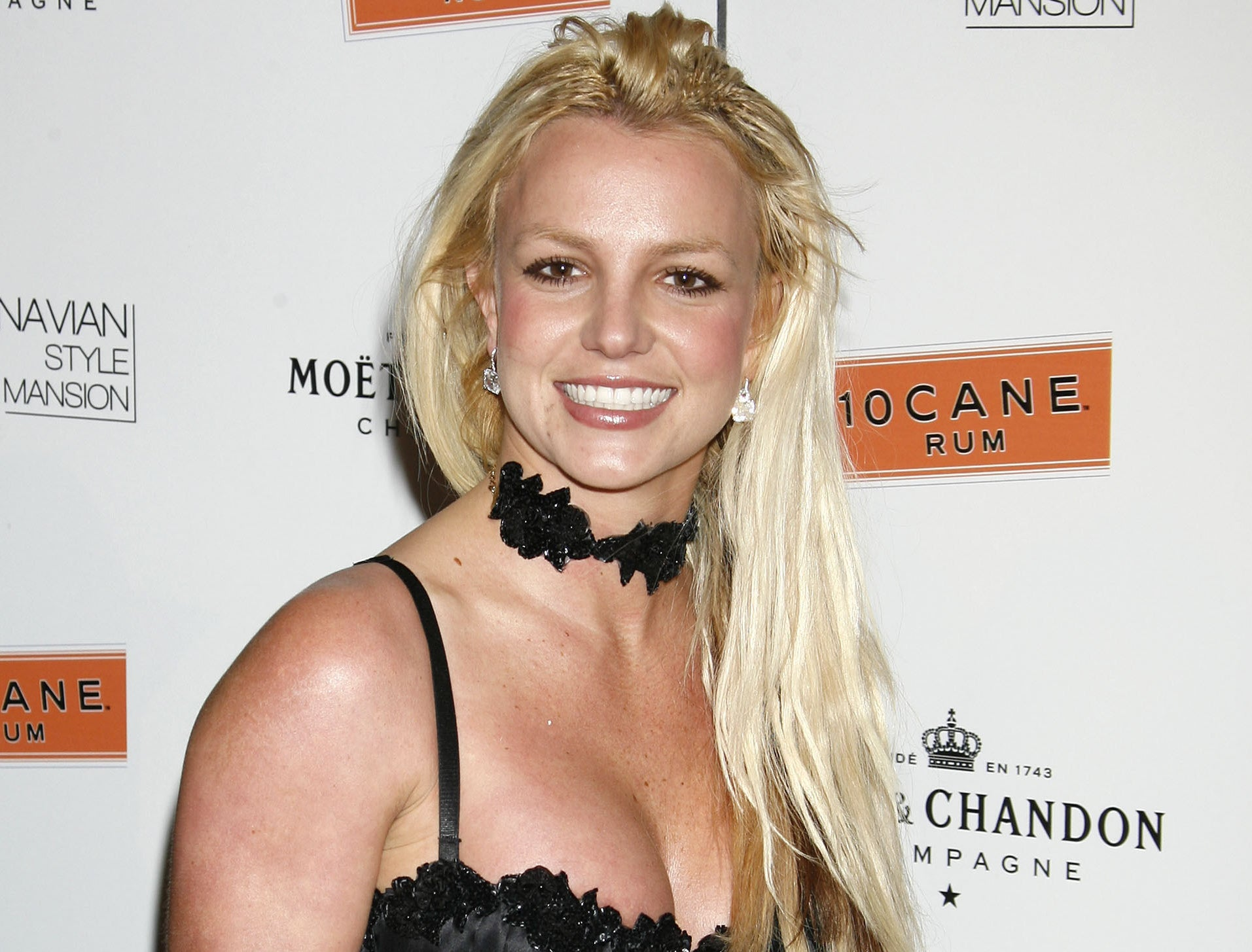 Britney smiles while attending an event around the time she sent the letter