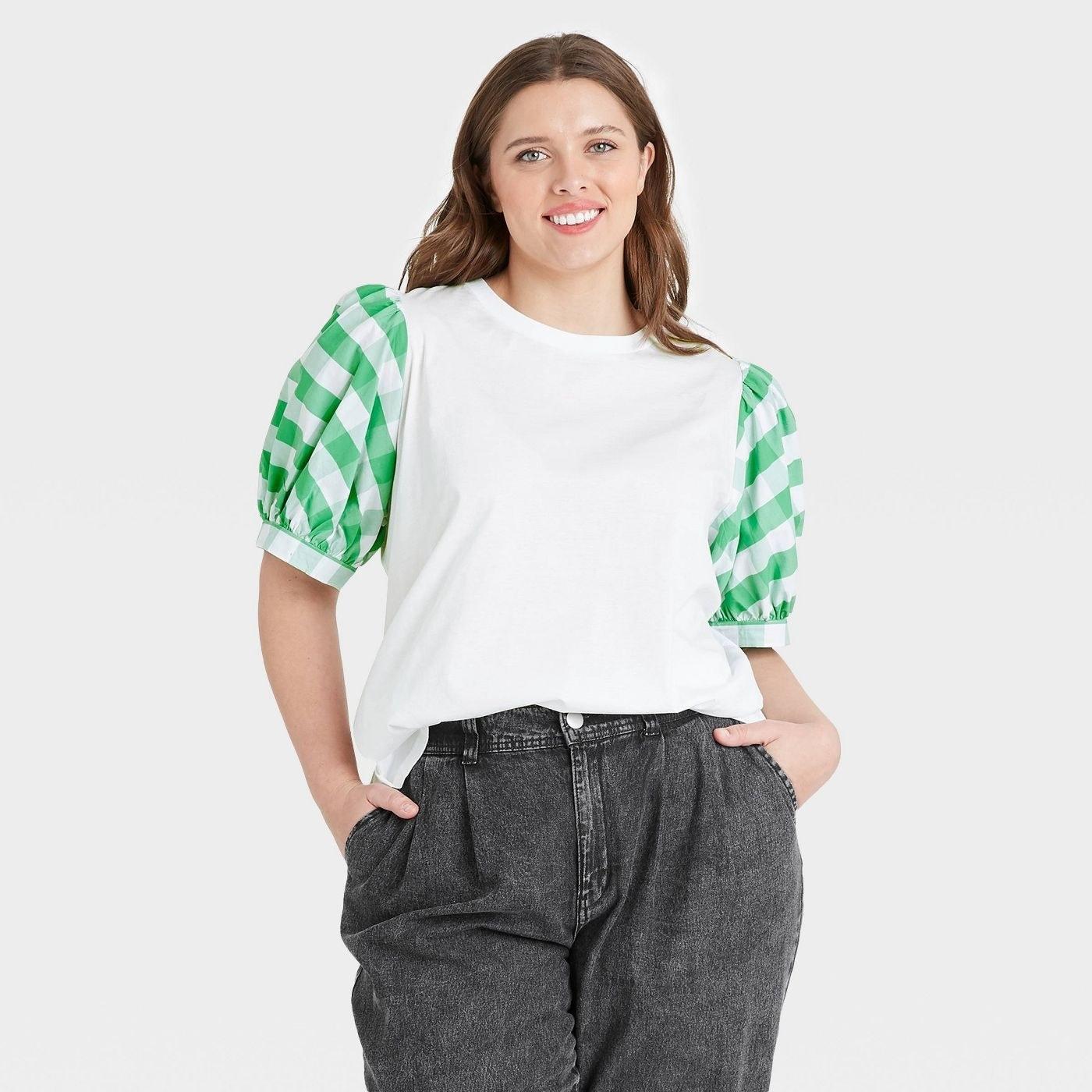 Model in puff sleeve tshirt