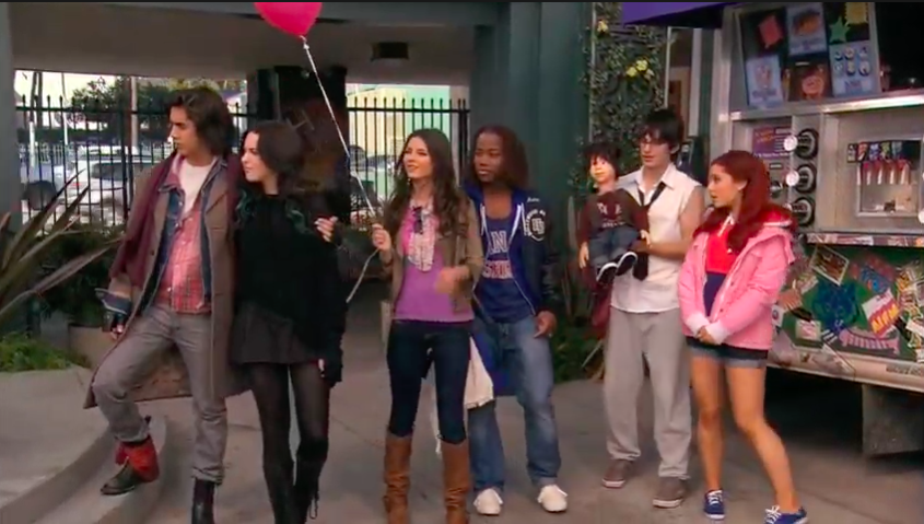 """Beck, Jade, Tori, Andre, Robbie, and Cat from """"Victorious"""" standing outside"""