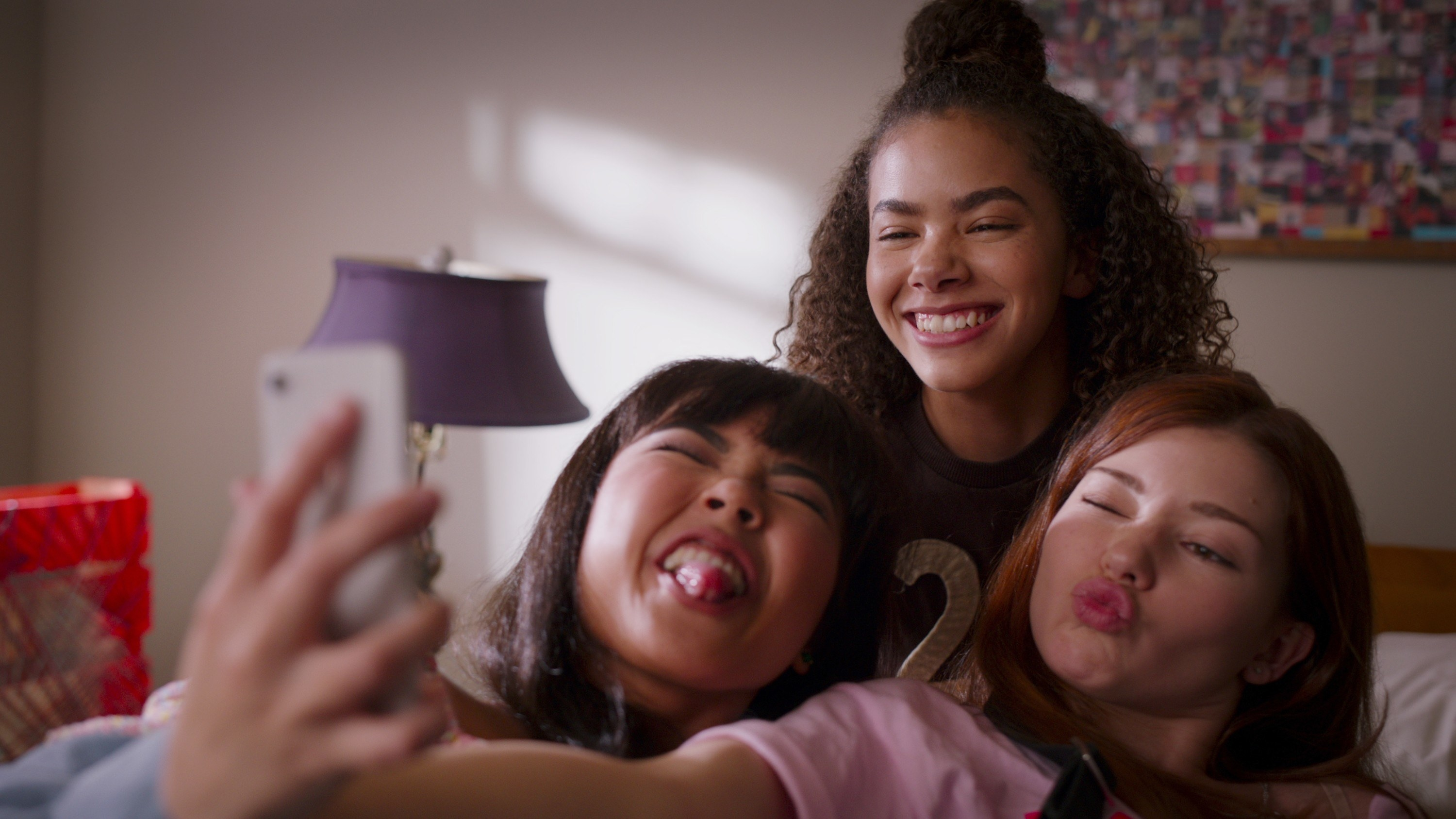 Ginny Norah and Abby taking a selfie together