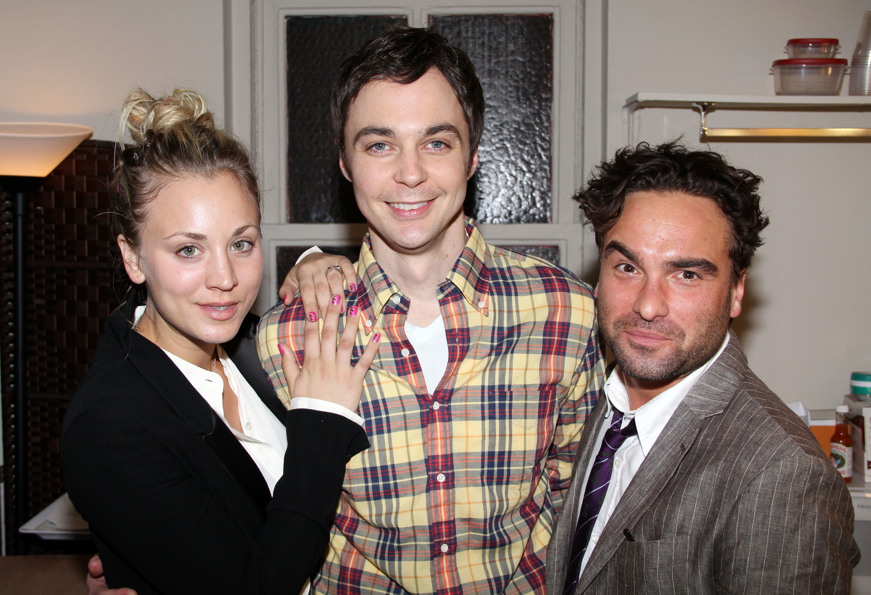 Kaley Cuoco, Jim Parsons, and Johnny Galecki in a kitchen