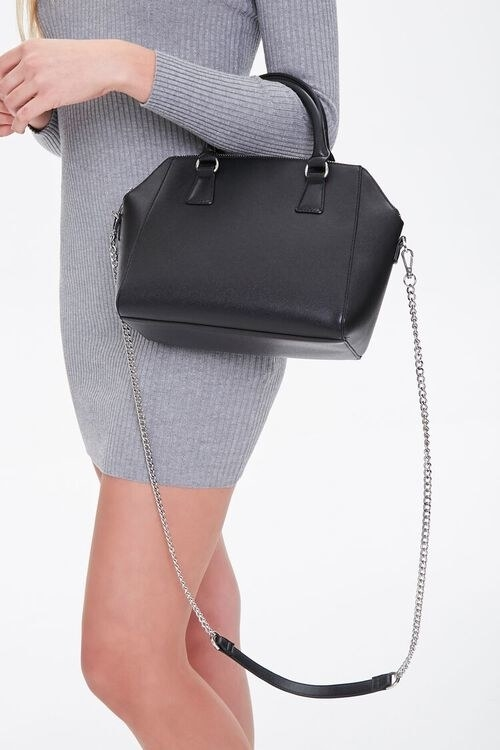 Model carrying the satchel in the color Black