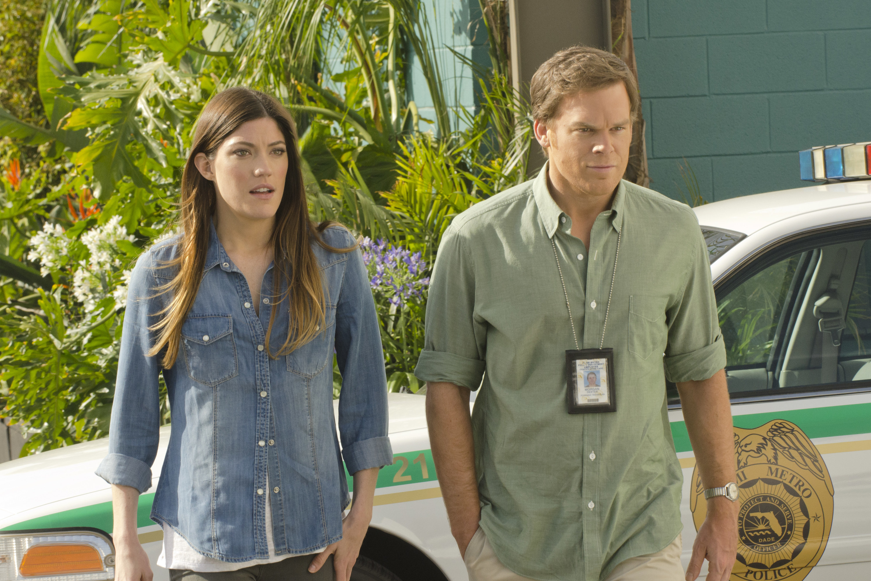 Dexter and Debra arriving at the crime scene