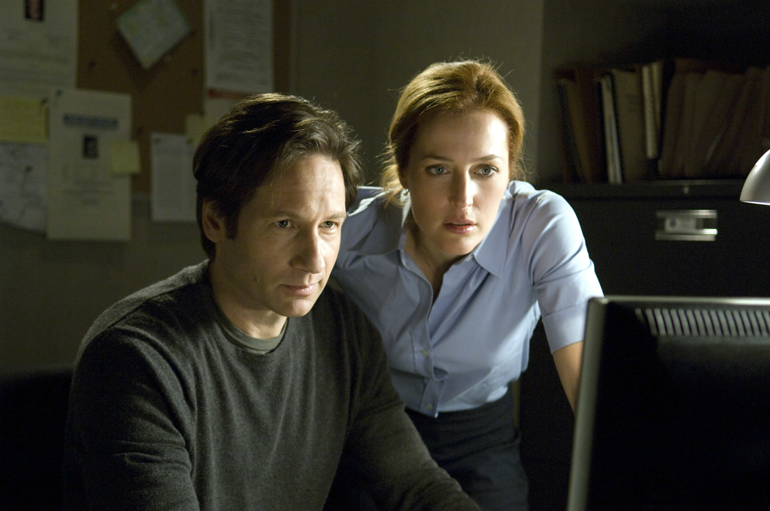 Mulder and Scully looking at computer screen