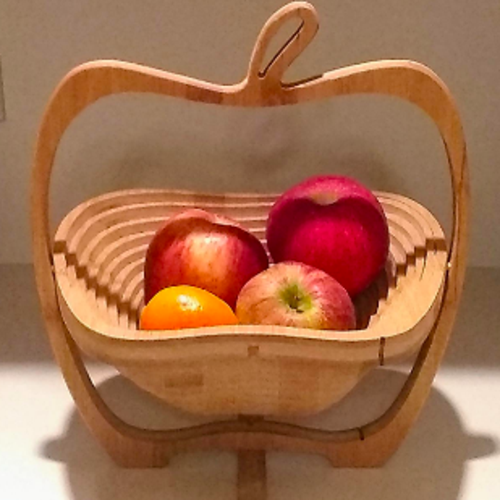 The same tray popped out and turned into a bowl with an apple shape