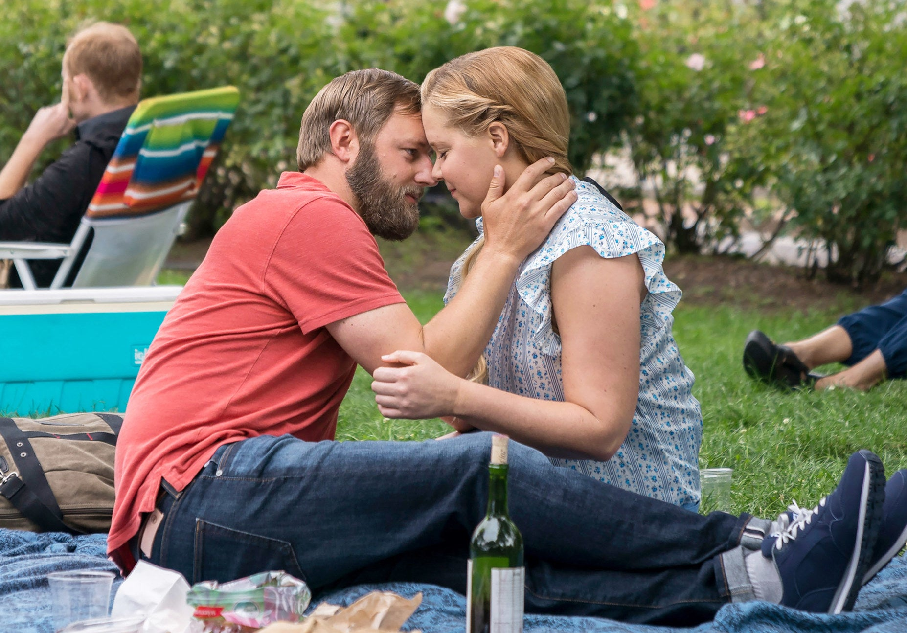 Amy Schumer and her love interest kissing in the movie