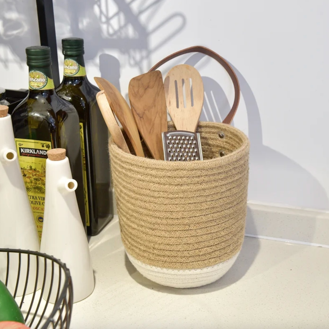 The hanging basket in jute/white