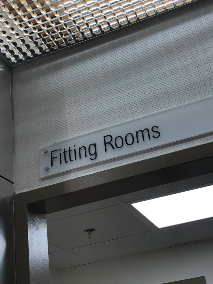 Fitting rooms sign