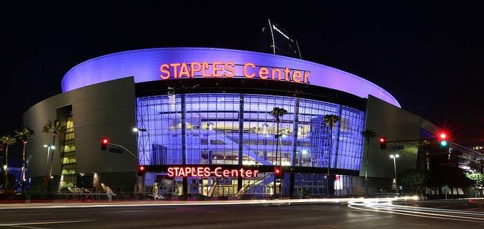 Tampilan eksterior Staples Center di pusat kota Los Angeles pada tanggal 29 Agustus 2015 di Los Angeles, California
