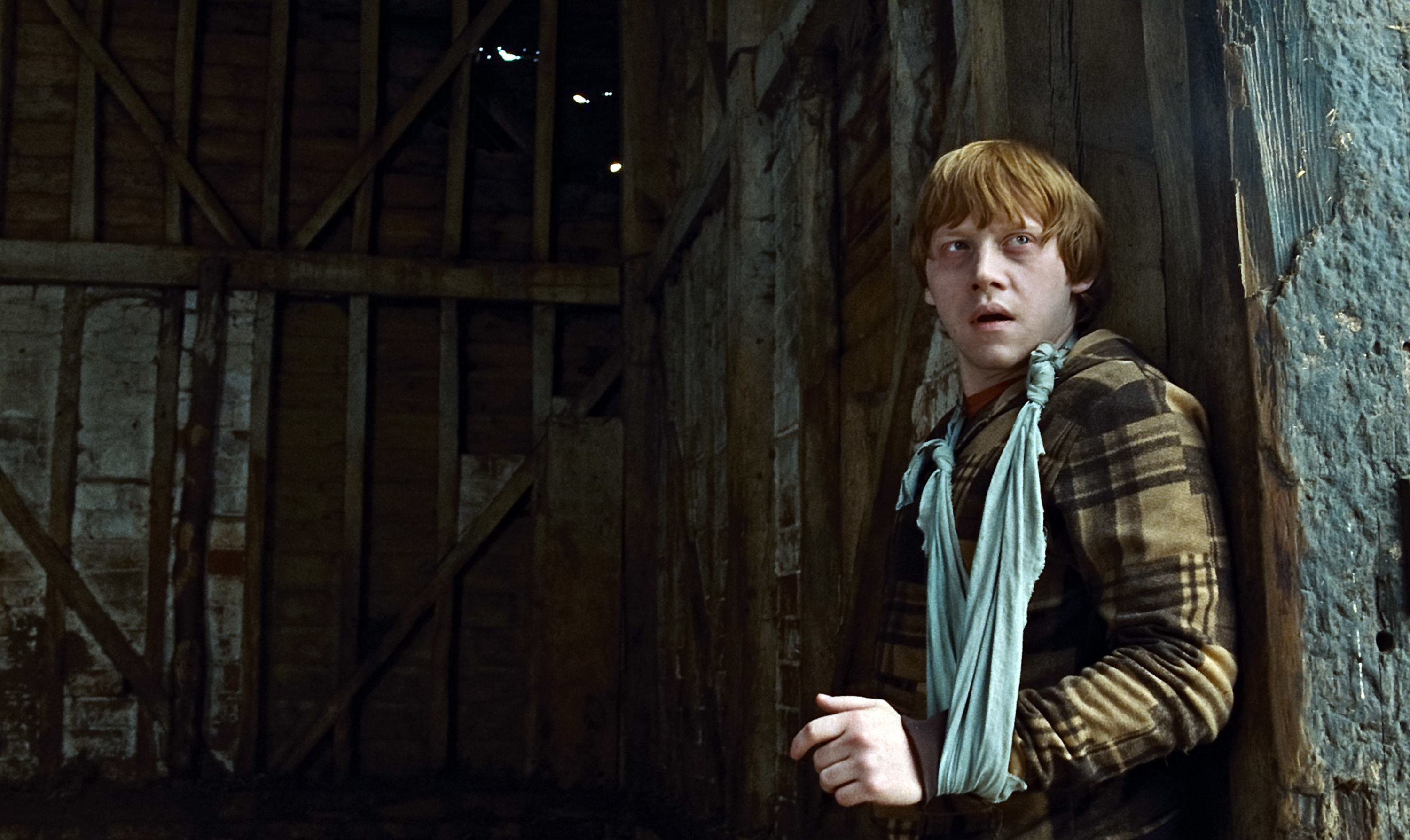 Rupert Grint with his arm in a cast in Harry Potter and the Deathly Hallows: Part 1