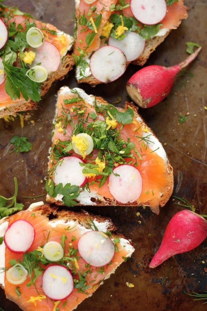 Smoked salmon tartines with sliced radishes and herbs.
