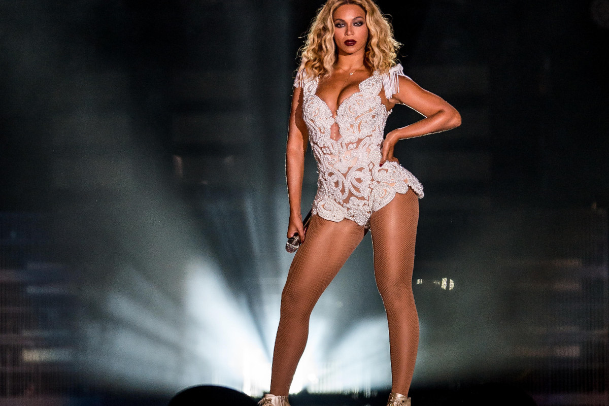 Beyonce standing onstage with her hand on her hip