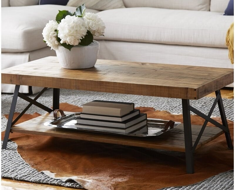 Coffee table with two wooden layers and a black metal frame