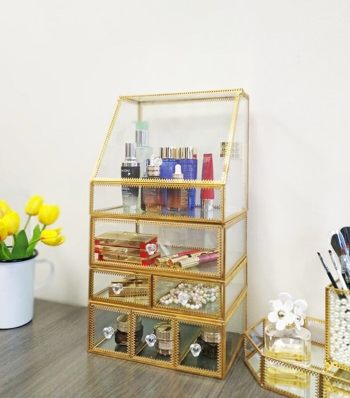 The makeup organizer in gold