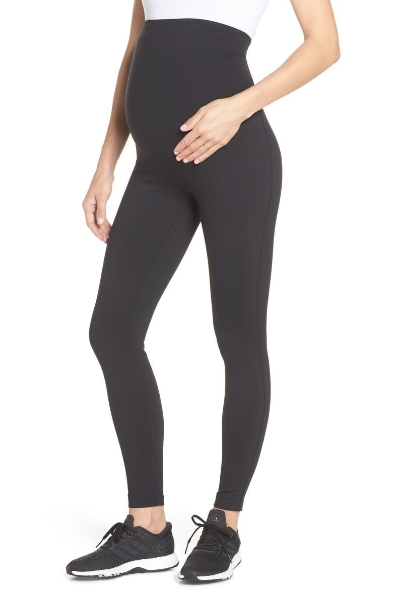 A model wears the leggings in black