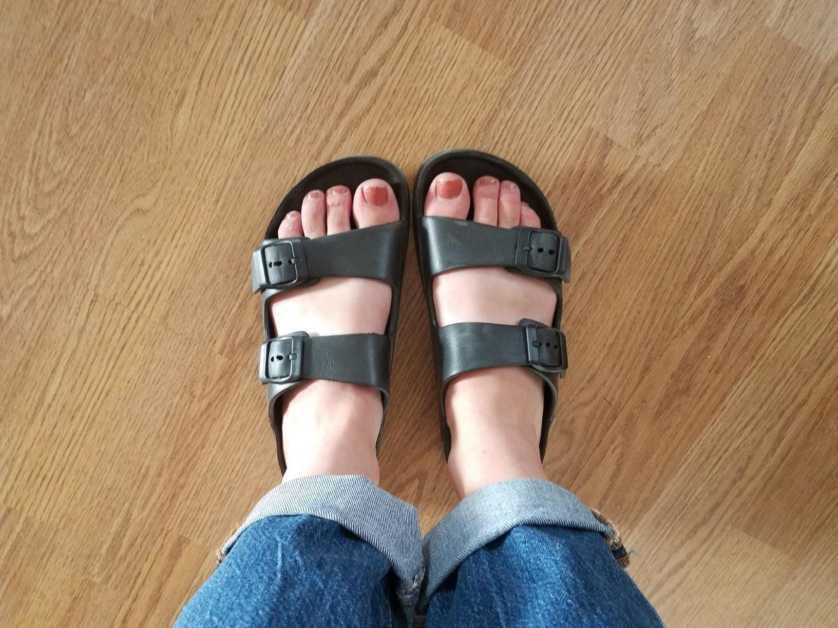 Reviewer wearing FunkeyMonkey black sandals