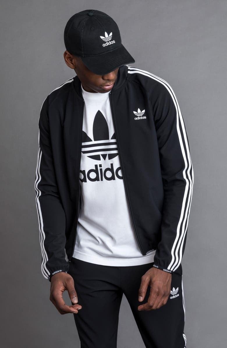 A model wears the hat in Black/White