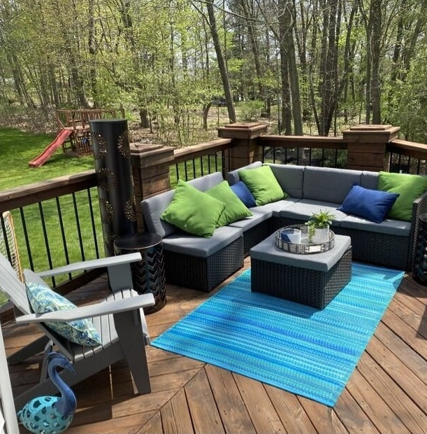 a reviewer's patio with the outdoor seating and table