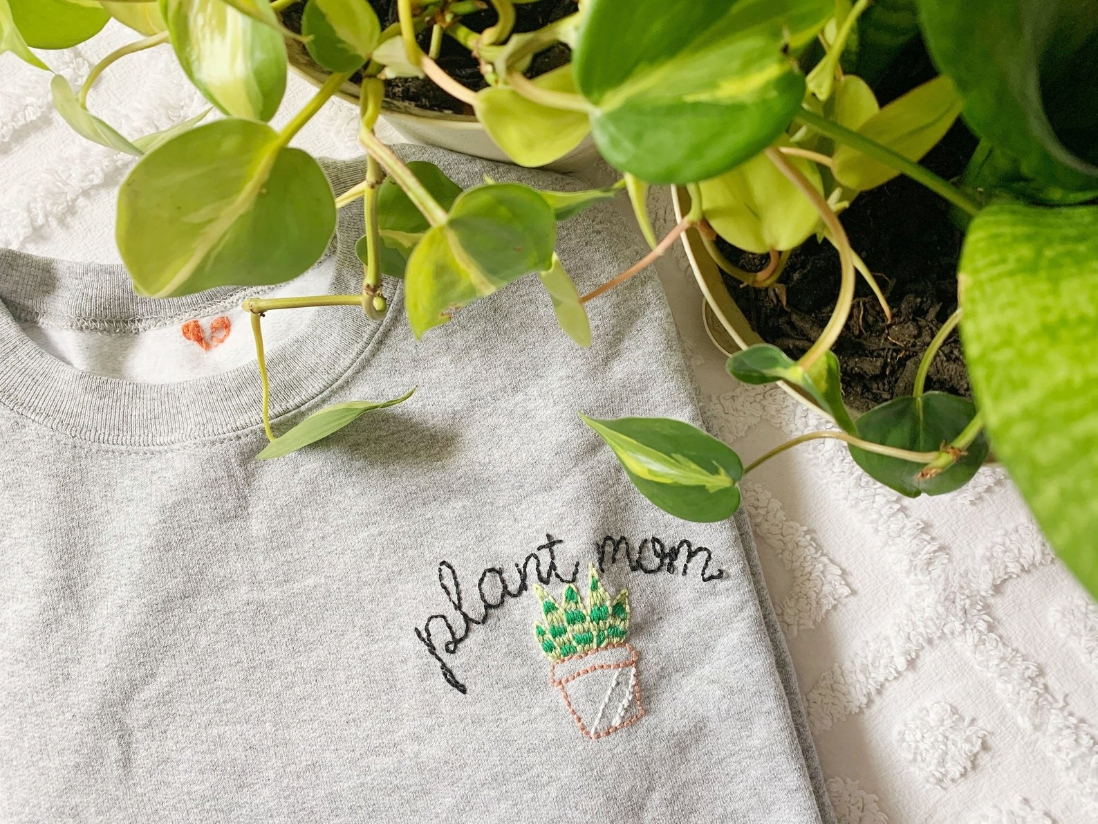 the plant mom stitched sweatshirt in light gray