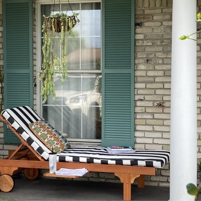 a reviewer's gray/white chaise