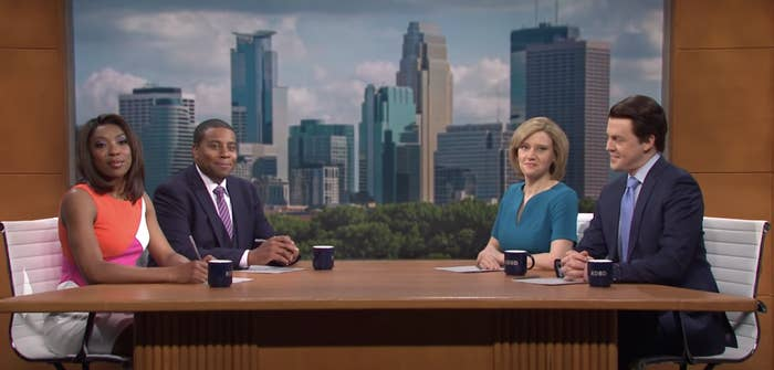 Four anchors, played by Ego Nwodim, Kenan Thompson, Kate McKinnon, and Alex Moffat, sit around a table