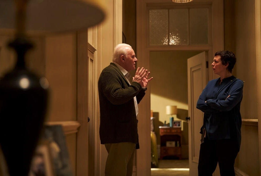 Anthony Hopkins and Olivia Colman talk in The Father