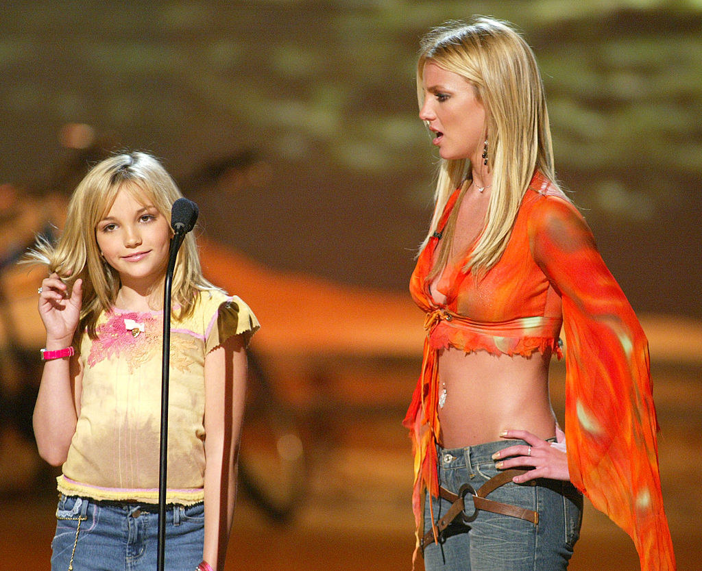 """Britney Spears (R) and her sister Jamie Lynn Spears at """"The Teen Choice Awards 2002"""""""