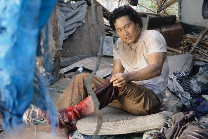 Kim sits down with a bloody leg in Lost