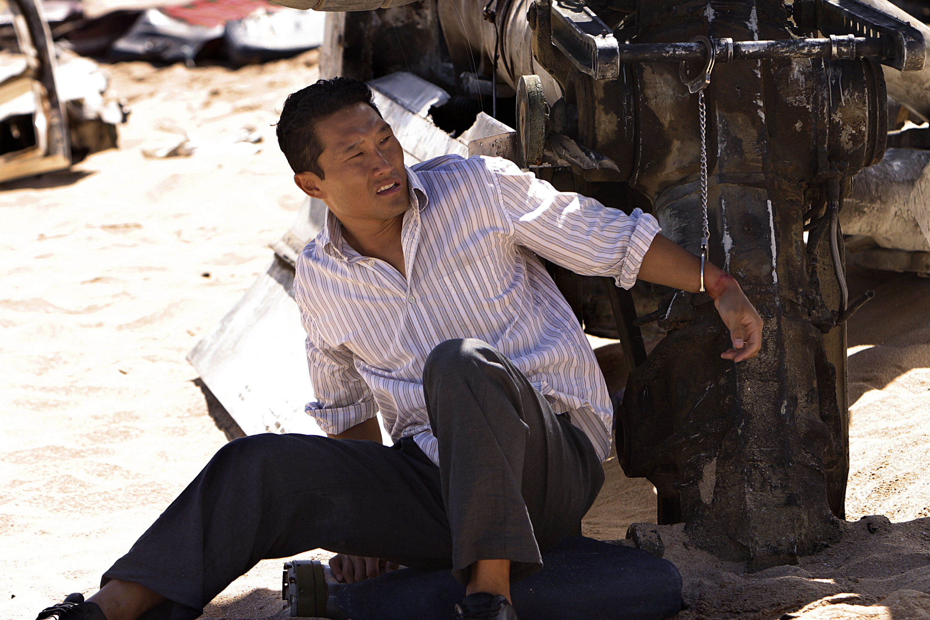 Kim sits by plane wreckage in the TV show Lost