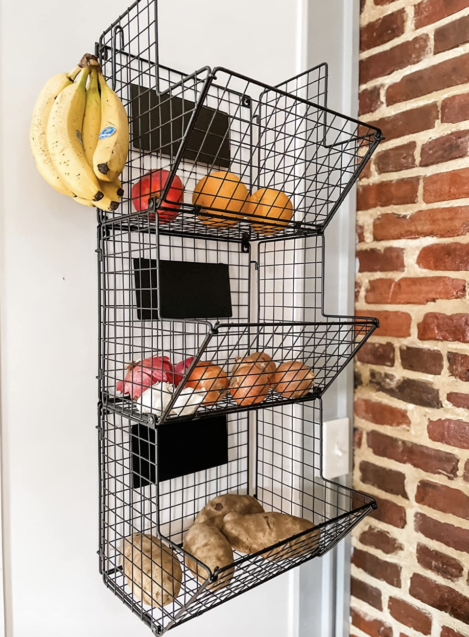 reviewer's wire basket with fruits inside