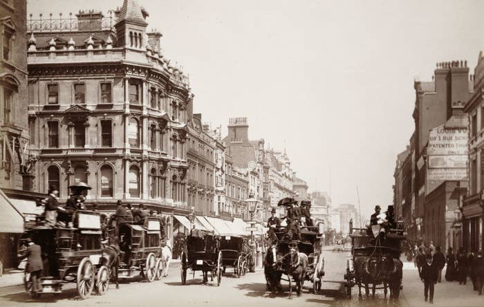 horse-drawn carriages race down Oxford Street