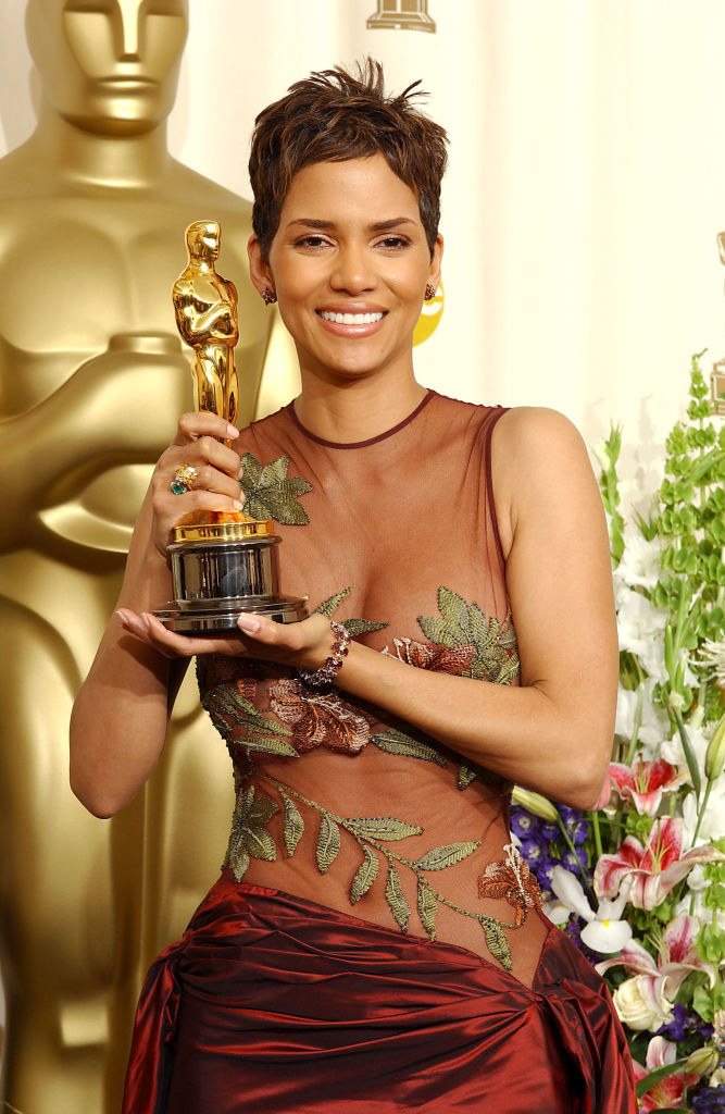 Halle Berry holds her Oscar statuete backstage at the 74th Annual Academy Awards