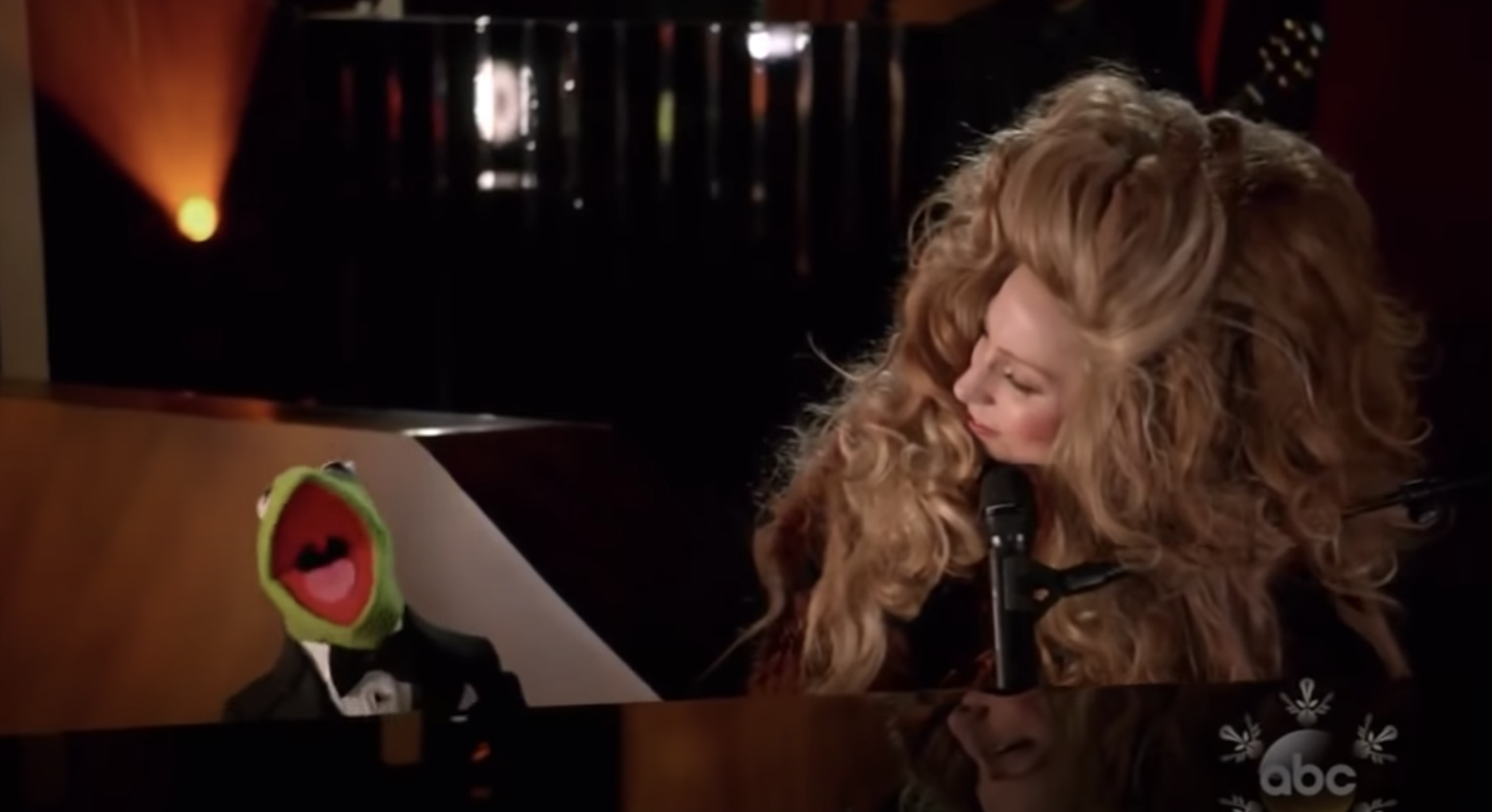 Gaga at the piano while Kermit sings